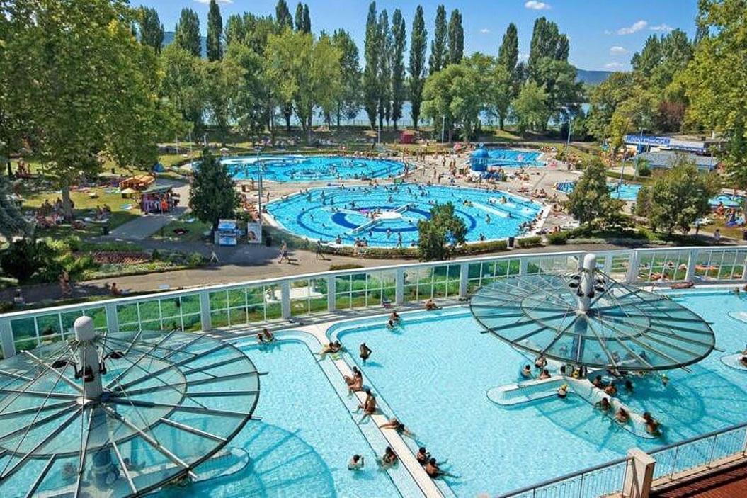 лучшие спа-отели Будапешта с термальными бассейнами и купальнями